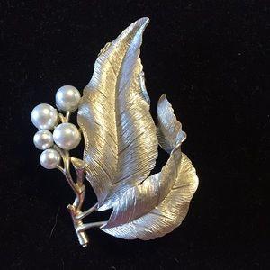 Sarah Cov silver tone leaf brooch with faux pearls